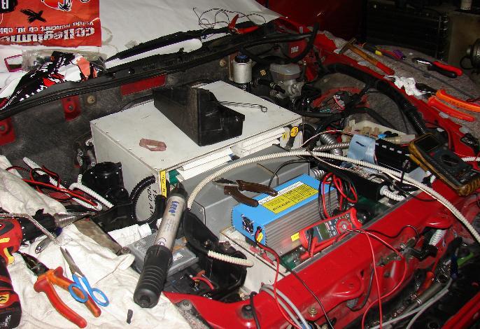 4.9.2009 dela gredo h koncu, akumulatorji, motor in regulator so na svojem mestu in priklopljeni. Nekaj dela je še z drobnarijami, upamo pa na testno vožnjo v ponedeljek 7.9.