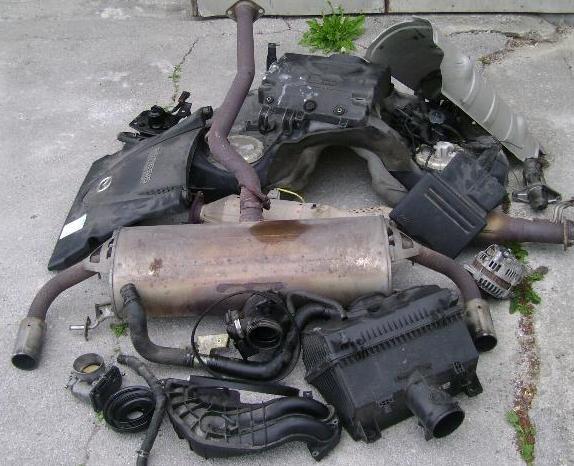 Ostanek (brez motorja in hladilnega sistema) tehta več kot 100 kg!